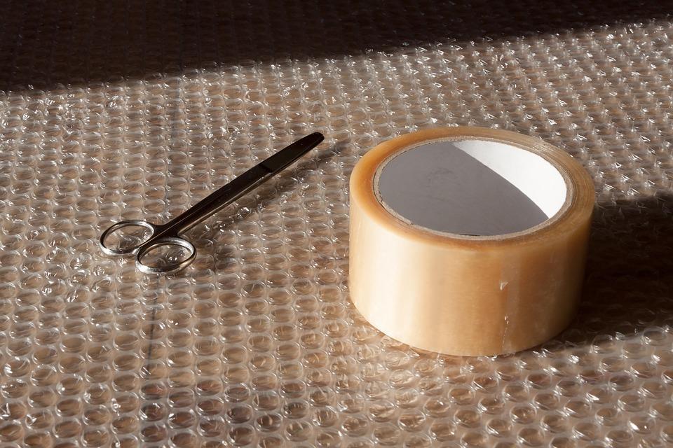scissors 1986602 960 720 - Tips for Packing Fragile Items