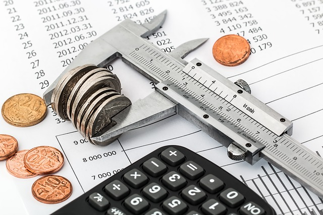 calculating a budget for decorating home